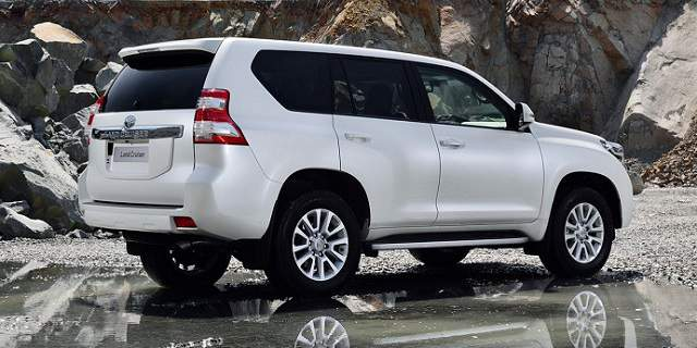 Suvsandcrossovers.com ''2017 Toyota Land Cruiser '' 2017 SUV and 2017 Crossover Buying Guide includes photos, prices, reviews, New or Redesigned Luxury SUV and Crossover Models for 2017, 2017 suv and crossover reviews, 2017 suv crossover comparison, best 2017 suvs, best 2017 Crossovers, best luxury suvs and crossovers 2017, top rated 2017 suvs and crossovers , small 2017 suvs and 2017 crossovers, 7 passenger suvs and Crossovers, Compact 2017 SUV And Crossovers, 2017 SUV and 2017 Crossover Small SUVs & Crossovers: Reviews & News The Hottest New Trucks And SUVs For 2017 View the top-ranked Affordable Crossover SUVs 2017 suv and crossover hybrids 2017suv crossover vehicles 2017 Suvsandcrossovers.com